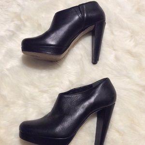 Cole Haan Black Leather Booties 7 zipper detail